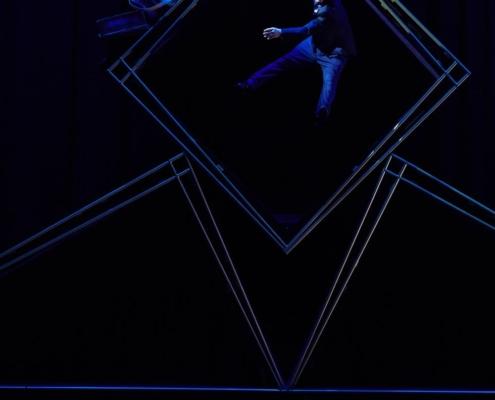 Cirque Eloize Hotel - © Pierre Manning - Shoot Studio