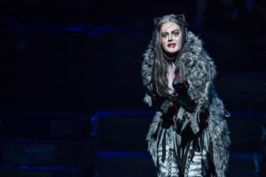 Mamie-Parris-as-Grizabella-in-CATS-(Photo-by-Matthew-Murphy)